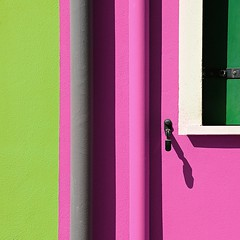 untitled (montagnana - padova, italy) (bloodybee) Tags: 365project montagnana padova padua italy europe street window house facade urban building shadow shutter gutter green gray grey pink white wall detail square