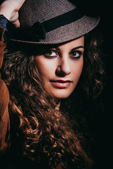 Antonia (marihg_) Tags: girl hat canon hair studio eyes curly 50 curlyhair ritratti ritratto lightroom 50d portatrait