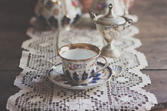 .::  Five o'clock ::. (Tialith) Tags: cup table tea crochet teapot teatime porcelain teaspoon simonagarufo