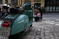 GE-SA-UK   /// Traveling SalaVespas (Walimai.photo) Tags: street uk england color colour lumix calle vespa britain girona panasonic explore salamanca gerona lx5