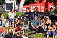 Linzfest 2013 -Tag 1 (austrianpsycho) Tags: people linz leute wiese menschen sitzen 2013 zuseher linzfest 18052013 linzfest2013