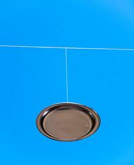 PLAT VOLANT (Bernat Nacente Foto) Tags: barcelona blue sky flying spain fuji dish cel plastic melody adobe fujifilm catalunya blau 空 青 gràcia festes lightroom x10 スペイン 祭り 富士 2013 nohdr plàstic 富士フィルム プラスチック カタルニャ グラシア