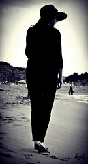 Lady in Black (kayshgk) Tags: life sea sky black girl lady turkey photography seaside trkiye september lovely ava ladyinblack