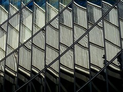 Multiplicity (ar_graff) Tags: distortion abstract london window monochrome lines facade ventana curves finestra londres abstracto londra fenetre lignes refelction lineas lloydsbuilding abstrait abstracted ffenestr