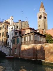 San Polo (Daisuke Ido) Tags: bridge venice houses sky canal bricks case belltower ponte campanile cielo venezia canale mattoni