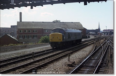 45056 waits to take over an incoming SW-NE express  Bristol  August 28th 1982 (Bristol RE) Tags: bristol peak 45 45056 class45