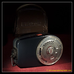 ETALON SUPERAUTOMAT. 2 (adriangeephotography) Tags: camera old light classic leather vintage photography exposure box antique collection chrome calculator adrian meter gee brass collectable micronikkor55mmf28 fujis5pro adriangeephotography