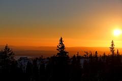 Klövsjö (bobban25) Tags: sky orange sun house mountain snow tree sol berg silhouette sunrise canon eos golden is sweden hill gran sverige stm scandinavia snö hus träd jämtland soluppgång fjällen fjäll vemdalen siluett f3556 70d klövsjö efs18135mm canonefs18135