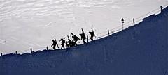 photo montagne panoramique / skieurs sur l'arrête de l'aiguille du midi (BOILLON CHRISTOPHE) Tags: people mountain snow ski montagne landscape nikon hiver picture neige contrejour corde aiguilledumidi valléeblanche chamonixmontblanc massifdumontblanc valléedechamonix photoboillonchristophe