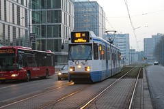 GVB BN tram 913, buiten dienst, Strawinskylaan (Station Zuid) (Don Maskerade) Tags: amsterdam tram bn 913 gvb strawinskylaan hangbuik nietinstappen trapwagen