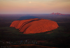 "Moonset Uluru • <a style=""font-size:0.8em;"" href=""http://www.flickr.com/photos/44919156@N00/26206415024/"" target=""_blank"">View on Flickr</a>"