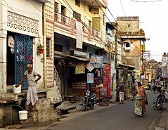 bundi 2015 (gerben more) Tags: street houses people india streetlife streetscene rajasthan bundi