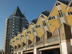 Het Potlood en de Kubuswoningen, Rotterdam (twiga_swala) Tags: holland rotterdam blaak nederland zuidholland cubic cubichouses kubuswoningen potlood hetpotlood blaaktoren