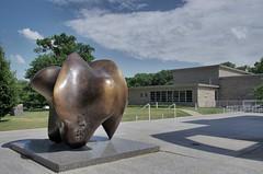 henry moore (Cybergabi) Tags: iowa sculpturegarden desmoines henrymoore desmoinesartcenter threewaypiece
