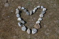 Broken heart (Elbmaedchen) Tags: broken heart stones steine herz
