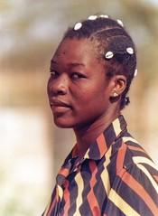La Dad Juliette (yrotori2) Tags: africa portrait woman face 35mm donna samba african afrika benin visage afrique conchiglie volto bnin natitingou acconciatura cauri atakora
