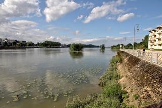 Un beau plan d'eau