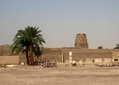 Egipt - Medinet Habu (tomek034 (Thank you for the 1 100 000 visits)) Tags: medinethabu egipt archeologia