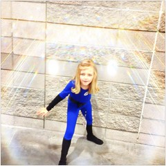 Invisible Woman - Phoenix Comiccon 2013 (seanlewis) Tags: costume child susan fantasticfour invisiblewoman 2013 suerichards phoenixcomiccon suestormrichards uploaded:by=flickrmobile flickriosapp:filter=nofilter