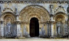 Chadenac - Saint-Martin (Martin M. Miles) Tags: france facade frenchrevolution 17 portal saintonge charentemaritime poitoucharentes archivolt warsofreligion chadenac
