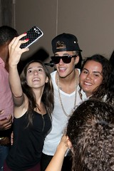 Justin greets his fans after bowling at Pinz in Studio City (Justin Bieber .) Tags: ca usa sunglasses smiling fashion tattoo happy cellphone style fans wristwatch whitetshirt whiteshoes selfshot studiocity blackpants goldchain blackjeans justinbieber blackbackwardsbaseballhat posingwithjustin