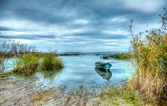 Golmarmara, Manisa (Nejdet Duzen) Tags: trip travel lake reflection turkey boat cloudy trkiye sandal gl yansma turkei seyahat manisa bulutlu glmarmara