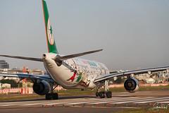 EVA AIR A330-300 Hello Kitty (Steven Weng) Tags: hello canon eos eva air taiwan taipei kitt a330300 rcss