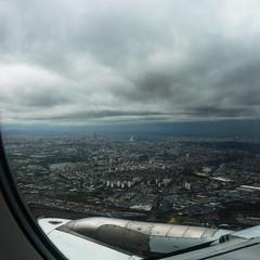 Paris at last (Αλήθεια ...... ( Alicia G. )) Tags: sky paris clouds plane airplane flying view aerial cielo vista avión parís volando aéreo cielonubes