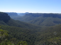 "Blue Mountains <a style=""margin-left:10px; font-size:0.8em;"" href=""http://www.flickr.com/photos/83080376@N03/15887430703/"" target=""_blank"">@flickr</a>"