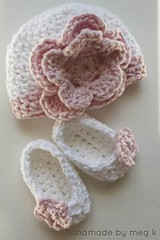 crochet-newborn-flower-hat-and-slippers-set-wonderfuldiy (Wonderful DIY) Tags: flower hat set crochet newborn slippers wonderfuldiy