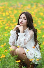 DP1U5896 (c0466art) Tags: light portrait beautiful face canon pose campus nose model eyes pretty action outdoor gorgeous taiwan attractive ntu charming elegant popular 1dx c0466art
