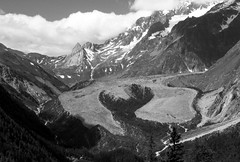 Ghiacciaio del Miage (anto_gal) Tags: bw trekking trek bn val 2008 courmayeur montagna aosta pyramides valledaosta valdaosta ghiacciaio veny miage calcaires