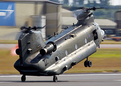 Chinook (Bernie Condon) Tags: uk tattoo plane flying support display aircraft aviation military transport cargo airshow boeing chinook raf airfield ffd fairford airlift riat ch47 raffairford airtattoo jfh riat14