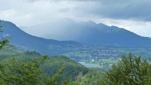 Weißensee vom Kalvarienberg mit anziehendem Regen