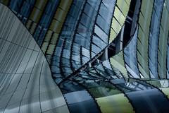 malgr les agrafes , la cicatrisation ne s'est pas faite ! (peu prsente...ailleurs !) Tags: architecture bordeaux toit mtal verre courbes baladeavecnadiaphiloucapucineetpierre