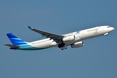 Garuda Indonesia PK-GPU (Howard_Pulling) Tags: camera hongkong photo airport nikon october photos picture 2014 howardpulling d5100