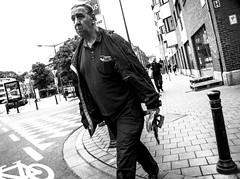 Gens dans la rue #1 (magoguizzo) Tags: rue strada street sigaretta belgium bruxelles belgique