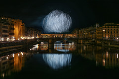Fuochi di San Giovanni (MaOrI1563) Tags: italy night florence italia estate tuscany firenze arno toscana acqua notte pontevecchio fuochi lungarni fochi pontestrinita fuochisangiovanni 24062016