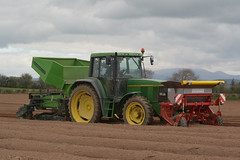John Deere 6600 Tractor with a Grimme GR300 Front cultivator & Fertilizer Box & a Structural PM20 Potato Planter (Shane Casey CK25) Tags: county ireland horse irish plant tractor green field set work john pull potatoes hp nikon traktor power box earth farm cork farming working cereal grow machine ground front machinery soil dirt potato till crop fertilizer crops growing farmer spuds agriculture dust jd setting planter 6600 cereals pulling contractor cultivator planting deere structural sow drill tracteur trator horsepower spud tilling drilling trekker sowing agri grimme tillage cignik traktori gr300 ballyhooly d7100 pm20