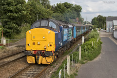 37419 departs Brundall working 2P33 1817 Great Yarmouth - Norwich 27/6/2016 (Paul-Green) Tags: station june train canon outdoors photography evening photo flickr diesel mark stock engine rail loco trains class ii 7d norwich and mk2 greater passenger 37 gt yarmouth region railways services direct anglia lchs 2016 1817 drs 374 37419 abellio brundall 2p33