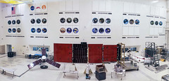 Spacecraft Assembly Facility, Building 179, Jet Propulsion Laboratory (Oliver Ortega Chua) Tags: panorama usa mobile model symbol space flag pano nasa replica mission symbols facility missions openhouse jpl spacecraft juno byoliver assembly jetpropulsionlaboratory building179 explorejpl