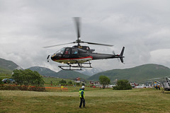 "F-GSDG AS350B3 SAF ""Jack Wolfskin"" (sjaradona) Tags: france sports berg bike sport race montagne canon de jack cycling fly flying team tour stage air racing professional climbing helicopter vip pro 100 frankrijk bergen van mont heli alpe dhuez uci huez wielrennen worldtour ronde hlicoptre helikopter cyclisme procycling wolfskin 2013 centieme lalpe hlicoptres fgsdg 100e honderdste"