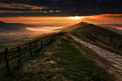 (John Ormerod) Tags: morning light england sky cloud sun sunlight mist rain sunrise fence landscape photography dawn day derbyshire peakdistrict valley mamtor