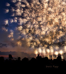 crackling pyro (Dailyville) Tags: sunset crackling audience fireworks burst pyro dailyville butlercountypennsylvania