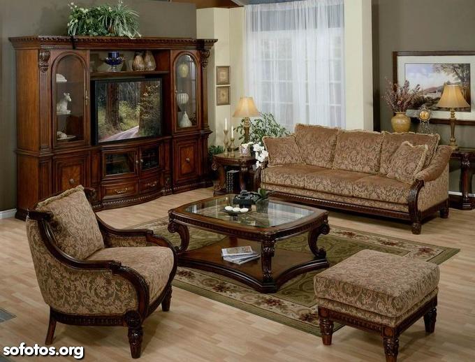 sala de estar com estante antiga