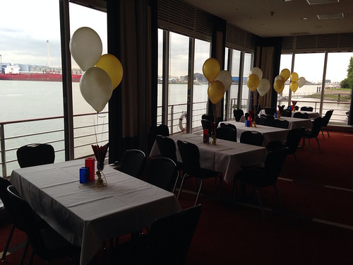 Tafeldecoratie 3ballonnen Ivoor, Goud Deltahotel Vlaardingen