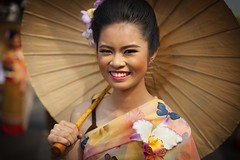 Thai Girl Chiang Mai (♥siebe ©) Tags: portrait flower girl festival thailand corso parade chiangmai portret flowerfestival bloemencorso 2015 เชียงใหม่ ประเทศไทย ไทย สวย เมืองไทย ผู้หญิง หญิงสาว