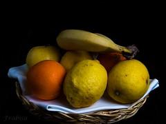 Fruta ecológica (Frabisa) Tags: stilllife fruit tangerines banana lemons bodegón citrus oranges naranjas frutero plátano mandarinas limones cítricos frabisa