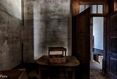 La caja de Acacio (Perurena) Tags: door shadow house luz table casa puerta madera box decay sombra caja ruinas mesa vino abandono lihgt urbex urbanexplore