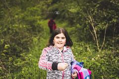 Lorena... (LittleMuñoz) Tags: blackandwhite color verde green girl rural lens 50mm casa nikon focus 14 cara niña bosque lorena navarra d610 viñeteado arrarats